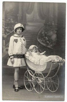 The first mistress, the first outfits. Antique dolls on old photographs / vintage antique dolls, replicas / Beybiki. Vintage Children Photos, Vintage Pictures, Vintage Images, Vintage Pram, Vintage Girls, Vintage Toys, Victorian Photos, Antique Photos, Old Photos