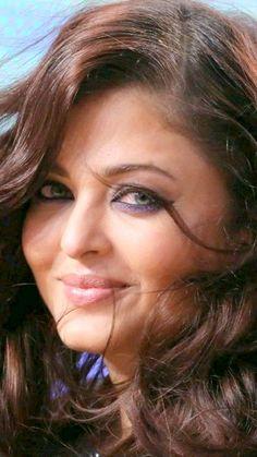 Beautiful Bollywood Actress, Most Beautiful Indian Actress, Beautiful Actresses, Aishwarya Rai Makeup, Actress Aishwarya Rai, Girls Phone Numbers, Nice Face, Kareena Kapoor, Interesting Faces