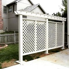 Great and Cheap Privacy Fence Ideas for your Home. Fence Designs for Front Yard and Backyard include Horizontal, Lattice Top, Brick and Metal Styles & Much More. Cheap Privacy Fence, Privacy Fence Designs, Patio Fence, Privacy Screen Outdoor, Privacy Walls, Backyard Privacy, Backyard Fences, Backyard Landscaping, Landscaping Ideas