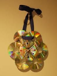 make medals out of them Make A Clock, Diy Clock, Crafts For Teens To Make, Diy For Teens, Teen Programs, Art Programs, Recycled Cds, Recycled Crafts, Cd Crafts