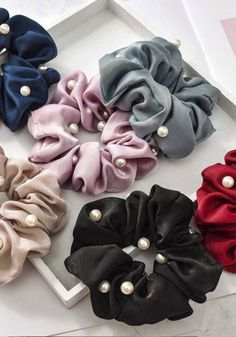 Diy Headband, Headbands, Diy Hairstyles, Pretty Hairstyles, Diy Hair Scrunchies, Denim Art, Velvet Scrunchie, Accesorios Casual, Silk Hair