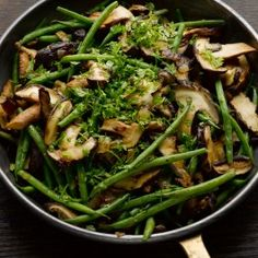 French beans with shiitake mushrooms & nutmeg. Use any combination of green beans, in addition to or instead of french beans, to prepare this side dish which goes well with just about everything. Serves four. Bean Recipes, Side Dish Recipes, Vegetable Recipes, Vegetarian Recipes, Cooking Recipes, Healthy Recipes, Vegetarian Dinners, Yotam Ottolenghi, Ottolenghi Recipes