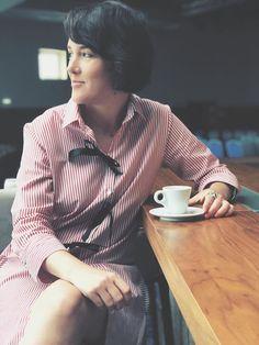 Morning style. Breakfast. Business woman.  ALISIA ENCO shirt. Tinuta de vineri. Camasa rochie Cream Shirt, Pleated Skirt, Business Women, Alice, Luxury, Shirts, Clothes, Tops, Fashion
