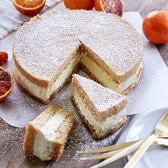 Denne nøddekage består af to bunde med et lækkert lag ricottacreme imellem og kan med fordel tilberedes dagen før brug.