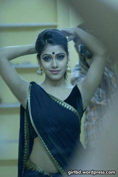 Exclusive stunning photos of beautiful Indian models and actresses in saree. Beautiful Saree, Beautiful Indian Actress, Beautiful Women, Indiana, Saree Look, Indian Models, Indian Beauty Saree, Indian Sarees, India Beauty