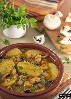Patatas en salsa con gambas y champiñones: http://www.cocina.es/blogs/oletusfogones/2013/04/13/patatas-en-salsa-con-gambas-y-champinones/