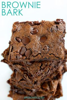If you're an edges-only brownie fan, then you won't want to miss this easy recipe for chocolate brownie bark.