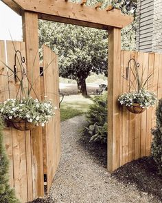 DIY Garden Gates Projects DIY Garden Gates Projects The perennial lawn is one method to beat the need to redo your garden every year and does have a tendency to decrease Backyard Projects, Outdoor Projects, Easy Projects, Backyard Patio Designs, Garden Projects, Cerca Diy, Backyard Gates, Fenced In Backyard Ideas, Backyard Pools