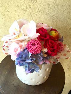 【還暦祝いに、華やか赤バラと胡蝶蘭のプリザーブドフラワー】