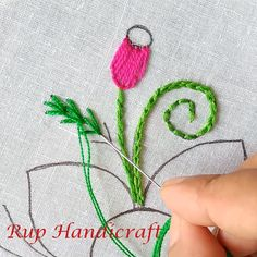 Simple Embroidery Designs, Hand Embroidery Patterns Flowers, Hand Embroidery Projects, Basic Embroidery Stitches, Hand Embroidery Tutorial, Embroidery Flowers Pattern, Felt Embroidery, Creative Embroidery, Embroidery Techniques