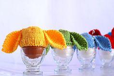 Denizas Toys Joys: Bunny Hats for easter eggs – 2 Free Knitting Patterns. Hoppy Easter, Easter Eggs, Easter Bunny, Crochet Gifts, Crochet Toys, Knitting Patterns Free, Free Knitting, Free Pattern, Cute Egg