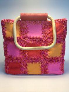 Felt Squares joined with crochet ~ Photo Tutorial via Ravelry <3      ♪ ♪ ... #inspiration #diy GB http://www.pinterest.com/gigibrazil/boards/