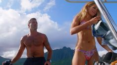"""Scenes from Hawaii Five-0, Season 6, Episode 7: """"Na Kama Hele"""" Daytrippers Steve McGarrett's (Alex O'Loughlin) first date with Lynn (Sarah Carter) on a deserted island turns deadly when a mob boss ...♥♥♥"""