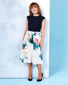 Lorraine Kelly Fit and Flare Print Dress Size 18 New Stylish Dress, Stylish Dresses, Fit Flare Dress, Fit And Flare, Kelly Fashion, Floral Print Skirt, Midi Skirt, High Waisted Skirt, Lorraine