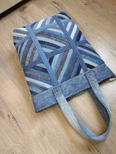 Sewing Tutorials, Sewing Patterns, Quilted Clothes, Denim Tote Bags, Denim Crafts, Newspaper Crafts, Recycled Denim, Quilted Bag, Bag Making
