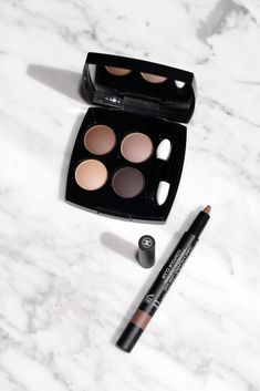 Chanel Les 4 Ombres Clair-Obscur and Stylo Ombre in Contour Clair Chanel Eyeshadow, Brown Eyeshadow, Matte Eyeshadow, Lipstick Mac, Chanel Beauty, Chanel Makeup, Beauty Makeup, Makeup Items, Makeup Brands