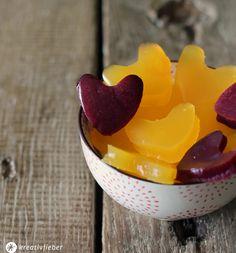 Kreativfieber Leckerschmecker; Wir zeigen euch ein einfaches Rezept um Fruchtgummi aus frischen Orangen und Beeren selber zu machen! Geht ruckzuck!