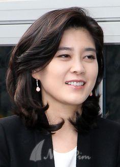 Permed Hairstyles, Role Models, Hair Cuts, Long Hair Styles, Lady, Womens Fashion, Hair Ideas, Favorite Things, Korean