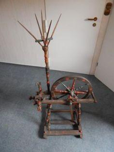 Altes Spinnrad aus Holz mit alter Malerei!  Bei Fragen bitte Melden!,Altes Spinnrad Dachbodenfund alte Malerei in Witten - Witten