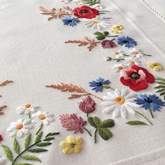 Моё чудо расчудесное ❤️ Постирана, поглажена, с любовью большой вышита! My amazing crewel tablecloth.
