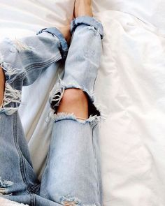 Very Cute Fall / Winter Outfit. This Would Look Good Paired With Any Shoes. - Street Fashion, Casual Style, Latest Fashion Trends - Street Style and Casual Fashion Trends Denim Jeans, Denim Look, All Jeans, Ripped Jeans, Denim Shirts, Destroyed Jeans, Looks Style, Style Me, Boyfriend Jeans
