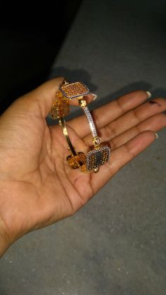 Plain Gold Bangles, Gold Bangles Design, Gold Jewellery Design, Gold Bangle Bracelet, Diamond Bangle, Gold Jewelry Simple, Jewellery Sketches, Indian Jewelry, Jewelry Sets