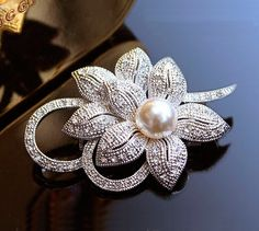 Cheap Brooches, Buy Directly from China Suppliers:    Free Shipping 2015 Red roses decorated costume rhinestone brooch pins hijab safety wedding bouquet Ms. variety