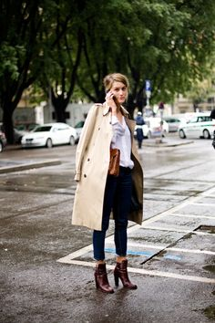 Classic. Trench coat, denim jeans, white shirt and the perfect matching accessories.