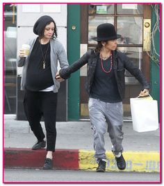 Exclusive... Sara Gilbert & Linda Perry Shopping In Los Angeles ...
