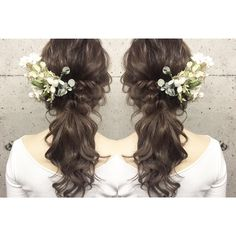 〔可愛い×色っぽい〕が理想♡シックな色合いのお花で飾った大人可愛いブライダルヘアカタログにて紹介している画像 Bride Hairstyles, Cute Hairstyles, Hair Inspiration, Wedding Inspiration, Hair Arrange, Wedding Pins, Bridal Hair Accessories, Hair Designs, Flower Crown