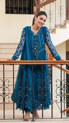 Pakistani Designer Suits, Pakistani Dress Design, Indian Designer Outfits, Pakistani Outfits, Pakistani Clothing, Bridal Anarkali Suits, Salwar Suits, Eastern Dresses, Designer Party Wear Dresses