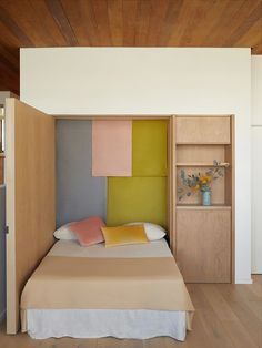 This Clever Murphy Bed Creates a Guest-Room Nook Where There Isn't One Bedroom Nook, Small Room Bedroom, Bedroom Inspo, Bedroom Inspiration, Bedroom Ideas, Design Inspiration, Design Ideas, Small Space Living, Small Spaces