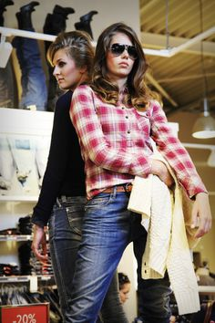Model Renee / Sam@ Feathers & Lashes agency