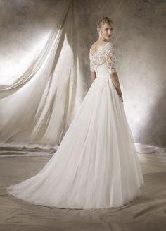 found at HAPPY BRIDAL Wedding dress elegant elegant Spanish La Sposa LaSposa flowing skirt lace lower back sleeve La Sposa Wedding Dresses, Elegant Wedding Dress, Elegant Dresses, Bridal Dresses, Lace Wedding, Happy Brautmoden, Glamour, Wedding Styles, Long Skirts