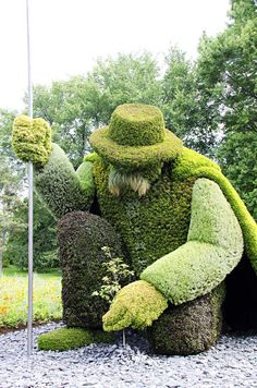 Montreal Topiary ~ Love that he is planting a tree ♥♥♥