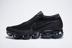Nike_VaporMax_for_Comme_des_Garcons_17