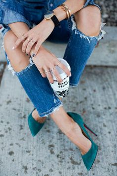 Aimee Song wears a denim shirt and ripped denim jeans paired with Christian Louboutin suede pumps for an elegant and casual look Ripped Denim, Denim Shirt, Distressed Denim, Ripped Knees, Skinny Jeans, Mode Ootd, Mode Shoes, Song Of Style, Street Look