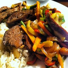 Beef, ginger, carrots, beans, peppers, courgette, onion, soy sauce, salt, pepper and a splash of vinegar. Simple stir fry, amazing taste. Have a great Wednesday!