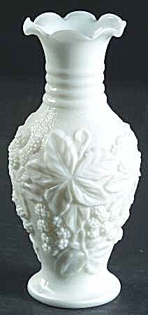 Loganberry Milk Glass Bud Vase, Imperial Glass -- gorgeous! I would love to have this. Fenton Milk Glass, Glass Ceramic, Imperial Glass, 99 Cents, Glass Company, Carnival Glass, Glass Collection, Antique Glass, Vintage Glassware