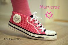NukkuPöllö: Virkatut Marverse-tennarit OHJE Crochet Socks, Diy Crochet, Spring Boots, Baby Girl Dresses, Chuck Taylor Sneakers, Crochet Projects, High Top Sneakers, Slippers, Shoes