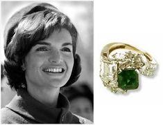 """Cada historia de amor es especial, cada propuesta y cada """"Sí"""" otorgado es diferente y mágico, y la mayoría de estás propuestas de matrimonio van acompañadas de un hermoso anillo. Aquí te hacemos una pequeña lista de los anillos de compromiso más famosos e históricos: Princesa Diana y Kate Middleton El príncipe Carlos al proponerle …"""