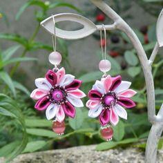 Boucles d'oreilles dormeuse fleurs kanzashi satin framboise, rose, blanc