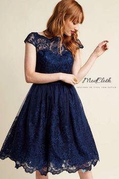 Exquisita elegancia en #azul medianoche. Cuello ilusión y #falda con tul para dar volumen.