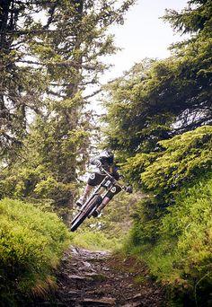 Rider: Thomas Prof Schmitt | Location: Urlaubsarena Wildkogel, Austria | Photo: Dominic Zimmermann | Spring / Summer Collection 2012 | www.zimtstern.com | #zimtstern #spring #summer #collection #mens #bike #downhill #mountain #cross #nature #alpine #trail Mountain Bike Shoes, Mountain Bike Trails, Mtb Bike, Cycling Bikes, Freeride Mtb, Mtb Cycles, Montain Bike, Bike Style, Cool Bikes
