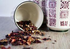 Faire soi-même ses mélanges de thés, c'est l'idéal pour avoir un thé «parfait» et c'est super facile! Conseils pour préparer des thés qui sortent de l'ordinaire.