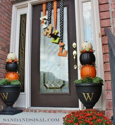 I am so making this this fall!!  Could do at Christmas with NOEL or JOY...lots of options and super cute idea!!