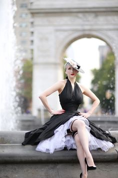 Rachel Ann Jensen ♥: Classic New Look Nylons, Vintage 1950s Dresses, Vintage Outfits, Retro Fashion, Vintage Fashion, Womens Fashion, Idda Van Munster, Sitting Girl, Secret In Lace