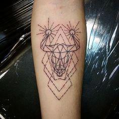 Bull Tattoo TOP 169! Die besten Stier-Tattoos, die je auf der Haut eingefärbt wurden  Check more at http://www.neuemodetrend.com/stier-tattoo-top-169-die-besten-stier-tatowierungen-die-uberhaupt-auf-haut-eingefarbt-werden/