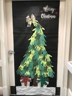 Door decorations for Christmas. #door #doordecorations #christmas #ChristmasDecor #ChristmasTree #doordecor