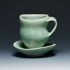 Gwendolyn Yoppolo I love the glaze on this and the fluidity of the forms